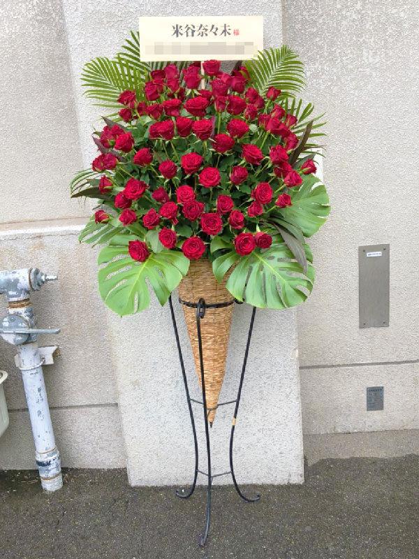 赤薔薇コーンスタンド花