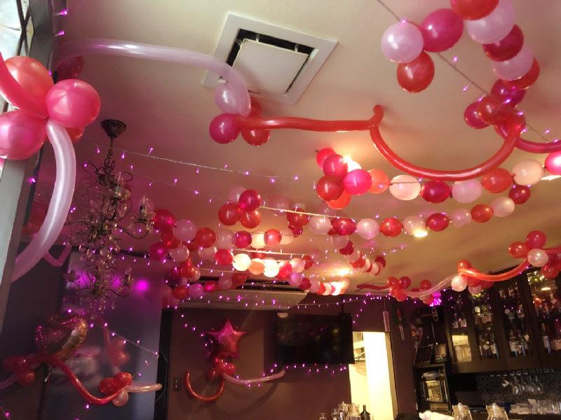 バルーン装飾赤ピンク星風船