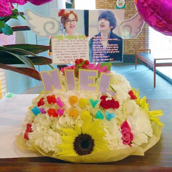オーダーメイドフラワーケーキ誕生日ファンミ結婚式ショートケーキkpop向日葵niel